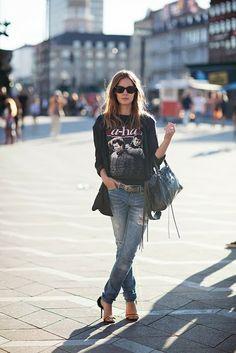 Los jeans rasgados son perfectos si lo que buscas es un look más rocker