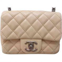 Ich habe gerade einen neuen Artikel zum Verkauf eingestellt :  NEU! Chanel Flap Bag Mini Square für  1 990,00 € https://www.videdressing.de/schultertaschen-leder/chanel/p-6891721.html?utm_source=pinterest&utm_medium=pinterest_share&utm_campaign=DE_Damen_Taschen_Ledertaschen_6891721_pinterest_share
