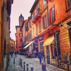 Wandering the Streets of Bologna in search for a nice spot to have an Aperitivo - Instagram by backpackersteve