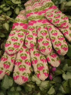Items similar to Finely Hand Knitted Seto (Estonian) Gloves in Siberian style on Etsy Fair Isle Knitting, Knitting Yarn, Hand Knitting, Wool Gloves, Knitted Gloves, Knit Crochet, Crochet Hats, Little Cotton Rabbits, Fingerless Mitts