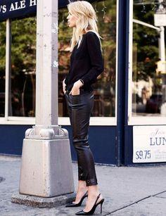 Pinterest   30 façons de porter le total look noir. Mode Hiver 2018Tenues  NoiresJeans NoirsPantalon CuirEscarpins ... de99d1f5d73f