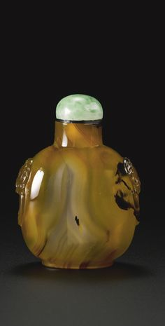 An Official School banded agate snuff bottle, Qing dynasty, 18th / 19th century