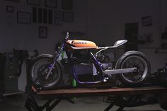 Diamond Atelier Turns a Dirt Bike into a Modern Cafe Racer Cafe Racer Parts, Cafe Racer Style, Bmw Cafe Racer, Cafe Racer Build, Cafe Racer Motorcycle, Modern Cafe Racer, Custom Cafe Racer, Suzuki Dirt Bikes, Cafe Seating