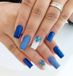 Looking for easy nail art ideas for short nails? Look no further here are are quick and easy nail art ideas for short nails. Spring Nail Art, Spring Nails, Summer Nails, Nail Art Designs, Acrylic Nail Designs, Blue Nails, My Nails, Matte Nails, Stiletto Nails