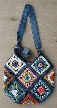 Terrific Photo Crochet Bag granny square Tips Ravelry: Boho Granny Square Bag von annekemie, Crochet Tote, Crochet Handbags, Crochet Purses, Crochet Granny, Crochet Crafts, Knit Crochet, Ravelry Crochet, Crochet Squares, Crochet Projects