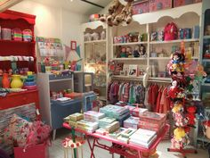 A little chaotic but cute and fun Merchandising Displays, Store Displays, Craft Booth Displays, Display Ideas, Office Store, Art Studio At Home, Cool Store, Shop Fittings, Kids Store