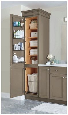 Funky Bathroom, Small Bathroom Storage, Bathroom Towels, Bathroom Ideas, Bathroom Organization, Shower Ideas, Bathroom Closet, Hall Bathroom, Bathroom Mirrors