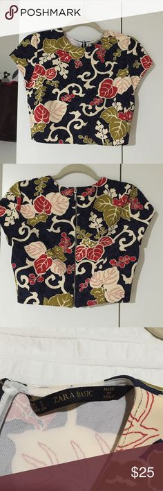 NWOT Zara crop top 🌺 Very cute little floral top. Never worn just no tags.pair with jeans or skirt. Cute either way. Zara Tops Crop Tops