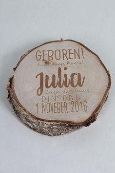 Geboorte bord van hout, tekst gegraveerd.Eigen tekst is ook mogelijk. info www.decoratietakken.nl