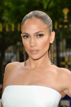 Jennifer Lopez #tan #makeup with the most perfect shade of #nude lips