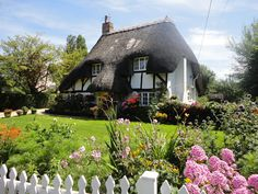 pretty cottage gardens in Hampshire Cozy Cottage, Cottage Homes, Cottage Style, Cottage Gardens, English Country Cottages, Storybook Homes, Fairytale Cottage, Cabins And Cottages, Cottage Design