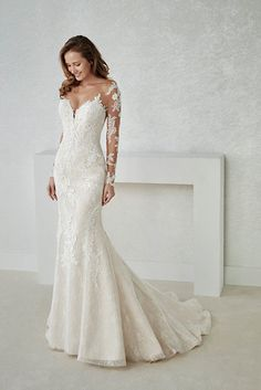 The Perfect Wedding Dress For The Bride - Aspire Wedding Western Wedding Dresses, Long Wedding Dresses, Long Sleeve Wedding, Wedding Attire, Bridal Dresses, Wedding Gowns, Lace Wedding, Bridesmaid Dresses, Wedding Tips