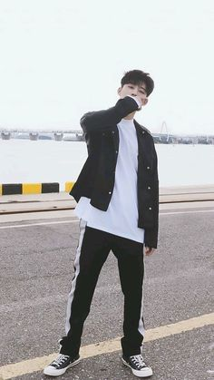 #LEADER #IKON #B.I #RAPPER Yg Ikon, Kim Hanbin Ikon, Ikon Kpop, Chanwoo Ikon, Ikon Instagram, Pop Bands, K Pop, Yg Groups, Ikon Leader