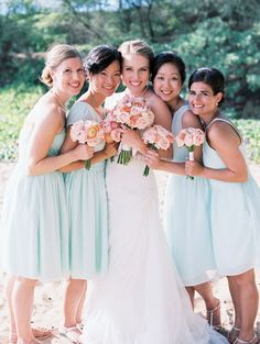 Mint bridesmaid dresses | Photography: Wendy Laurel