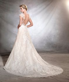 ORIVE - Romantic and very feminine. A lace wedding dress with a sweetheart neckline and an A-line skirt. Brides will be delighted by its lovely details. A plunging V at the back gives a surprising touch to this classic style.