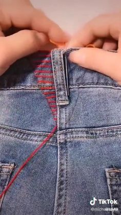 Make your jeans smaller with this hack! Make your jeans smaller with this hack! - Cheap DIY Holiday Gifts That Only Look. Sewing Hacks, Sewing Tutorials, Sewing Diy, Sewing Projects, Diy Fashion Hacks, Fashion Tips, Refashioning, Clothing Hacks, Fashion Sewing