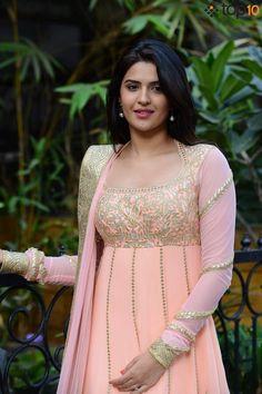 Beauty Products Actress Deeksha Seth Cant Live Without Beauty Full Girl, Beauty Women, Kajal Agarwal Saree, Deeksha Seth, South Indian Actress Hot, South Actress, Beautiful Muslim Women, Beautiful Girl Photo, Beautiful Bollywood Actress