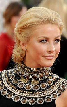 02191 Julianne Hough Prom Updo Hairstyle