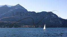 Barca a vela sul lago di Como