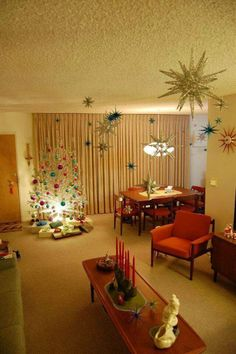 51 Retro Home Decor To Update Your Living Room - Futuristic Interior Designs Technology 51 Retro Hom 1950s Christmas, Christmas Past, Modern Christmas, All Things Christmas, Christmas Holidays, Retro Christmas Tree, Beautiful Christmas, Christmas Design, Christmas Christmas