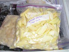 Freezer bag of frozen apples - how to keep the fresh color. Freezing Vegetables, Fruits And Veggies, Freezing Tomatoes, Freezing Lemons, Pear Recipes, Fruit Recipes, Recipies, Freezer Cooking, Cooking Tips