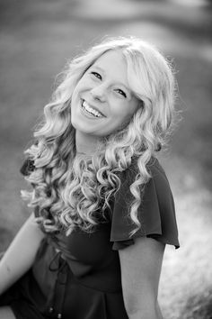 Outdoor, country and basketball styled senior pictures near Audubon, MN | Amber Langerud Photography | B&W senior looking at camera