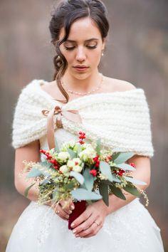 Ideen für eine Weihnachtshochzeit | Friedatheres.com winter bride Fotografie: Rebecca Pairan