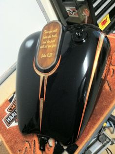 Harley tank, airbrush, pinstripe, gold leaf