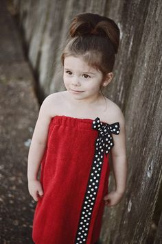 Mommy and me towel wraps will be the best gifts under the tree! Your daughter will be thrilled to see that she had a big girl towel wrap just like: Wrap Bathing Suit, Bathing Suit Covers, Bathing Suits, Easy Sew Dress, Toddler Towels, Towel Girl, Towel Dress, Towel Wrap, Baby Sewing