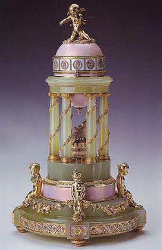 1910 Colonnade Egg  made in Saint Petersburg  Gift from Nicholas II to Alexandra   Fyodorovna  Owner: Queen Elizabeth II