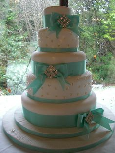 5 Tier Christmas Aquamarine Diamond Wedding Cake - by Rebecca's Tastebuds Beautiful Cakes, Amazing Cakes, Torta Minnie Mouse, Diamond Wedding Cakes, Christmas Wedding Cakes, Tiffany Wedding, Tiffany Theme, Tiffany Blue, Sweet 16 Cakes
