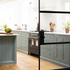 Love this stylish combination of Trinity Blue cabinets with Bella Brass door furniture and a chic black @bertazzoniitalia range cooker #deVOLKitchens