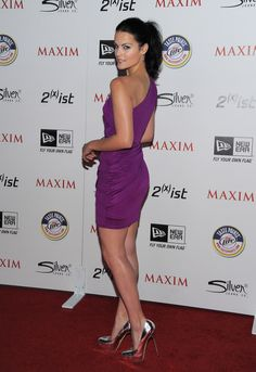 Jaimie Alexander, the famous American actress has got an amazing svelte figure to lookout for! Checkout Jaimie Alexander workout routine, diet plan & workout tips by her. Jaimie Alexander, Hollywood Actor, Hollywood Actresses, Lady Sif, Latest Short Hairstyles, Purple Mini Dresses, Olivia Munn, Hottest 100, Sexy Legs
