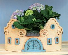 Pottery Pots, Pottery Houses, Slab Pottery, Ceramic Pottery, Clay Houses, Ceramic Houses, Porcelain Clay, Cold Porcelain, Unusual Flowers