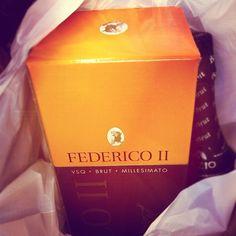 Lo Champagne di Sicilia. Milazzo Vini ha preso la Medaglia d'Argento per il Federico II Millesimato 2003. L'unica bottiglia che ho è proprio di quest'annata, a sto punto non la bevo, me la rivendo ;) http://www.yesnews.it/medaglia-doro-milazzo-metodo-classico-a-verona/