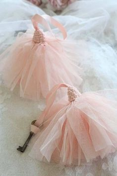 these sweet tassels remind me of tutus Diy Tassel, Tassel Jewelry, Hand Embroidery, Embroidery Designs, Saree Tassels Designs, Passementerie, Diy Keychain, Beaded Garland, Diy Arts And Crafts