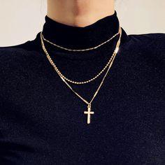 Solid Gold Heart Diamond Necklace/ Heart Shaped Diamond Pendant in Gold/ Pave Heart Necklace/ Love Pendant/ Heart Charm - Fine Jewelry Ideas Cute Jewelry, Jewelry Accessories, Women Jewelry, Fashion Jewelry, Cross Jewelry, Dainty Jewelry, Fashion Necklace, Jewelry Gifts, Colar Fashion
