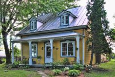 Sutton Quebec offers a wide selection of properties for sale in Lanoraie. Buy your property easily through a Sutton Quebec real estate broker. House With Porch, My House, Sutton Quebec, Chalets For Sale, Canadian House, Old Farm Houses, Little Houses, Victorian Homes, My Dream Home