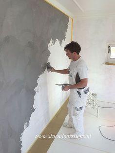 Beton Ciré Beton Ciré is een natuurlijke wand- en vloerafwerking op basis van kalk/cement en hars. Beton Ciré van Beal Mortex is 100% waterdicht, sterk, slijtvast, hygiënisch en schimmelwerend en daarmee zeer geschikt voor badkamers, keukens en vloeren maar ook voor bijvoorbeeld maatwerk aanrechtbladen en meubels. Met name in badkamers wordt Beton Ciré veel toegepast. Wilt u bijvoorbeeld echt een Continue Reading