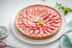 Strawberry daiquiri tart with mint sugar