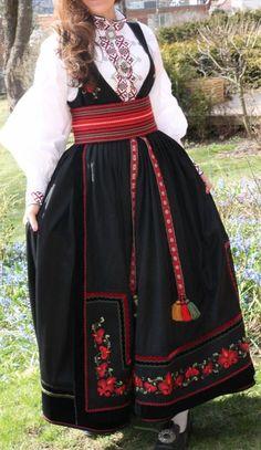 Folk Costume, Costumes, Norwegian Clothing, Costume Ethnique, Folk Clothing, Scandinavian Art, Classy Outfits, Fashion Dresses, Rusalka