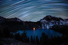 Звездные следы над озером Грин (Калифорния)