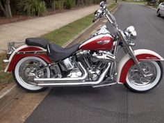 Harley Davidson : 2012 deluxe sunburst red/ birch white - Picture