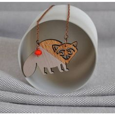 artysmarty Raccoon Origami Wooden Necklace (280 HRK) ❤ liked on Polyvore featuring jewelry, necklaces, wood necklace, origami necklace, origami jewelry, chains jewelry and wood chain necklace