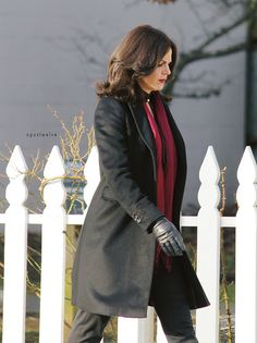 Lana Parrilla on set (January This is the haircut I want Once Upon A Time, Regina And Emma, The Queen Is Dead, Regina Mills, Celebs, Celebrities, Cute Hairstyles, Hairdos, Ouat