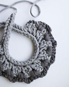 Chunky Collar Necklace. Fabric. Crochet. Handmade👌🔝#beorKNOTtobe #chunkynecklace #supporthandmade #statementnecklace #zpagetti #nude… Yarn Necklace, Knitted Necklace, Fabric Necklace, Fabric Jewelry, Collar Necklace, Bead Earrings, Chunky Crochet, Crochet Yarn, Crochet Necklace Pattern