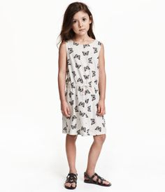 CONSCIOUS. Sleeveless dress in soft, organic cotton jersey with a printed pattern. Elasticized seam and decorative drawstring at waist.