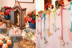 Mesa de batizado colorida