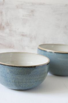 ceramic bowls Beautiful ceramic blue bowls for serving a delicious warming soup. These bowls are multifunctional and can be used to serve pasta, salads, vegetables or even desserts. Ceramic Mugs, Ceramic Bowls, Ceramic Pottery, Stoneware, Ceramic Art, Slab Pottery, Wheel Thrown Pottery, Blue Bowl, Japanese Ceramics