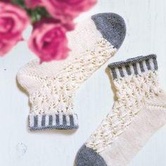 Juhannussukat - Kaupunkilanka Knitting Socks, Knit Socks, Mittens, Knitwear, Knit Crochet, Pattern, Inspiration, Sneaker, Diy